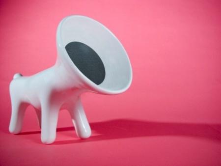 Altavoz con forma de perro y fabricado en material cerámico