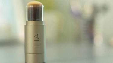 Polvos Translúcidos Ilia, para fijar el maquillaje y matificar el rostro