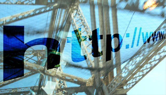 Internet http delante de linea electrica