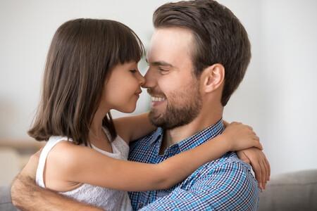 Padre Abrazando Hija