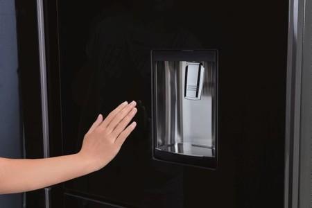 """El nuevo frigorífico """"ninja"""" de Sharp tiene paneles secretos que se esconden cuando no los usas"""