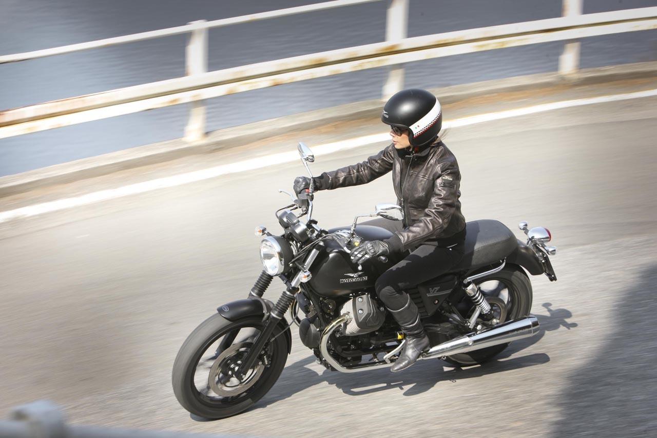 Foto de Moto Guzzi V7 Stone (53/57)