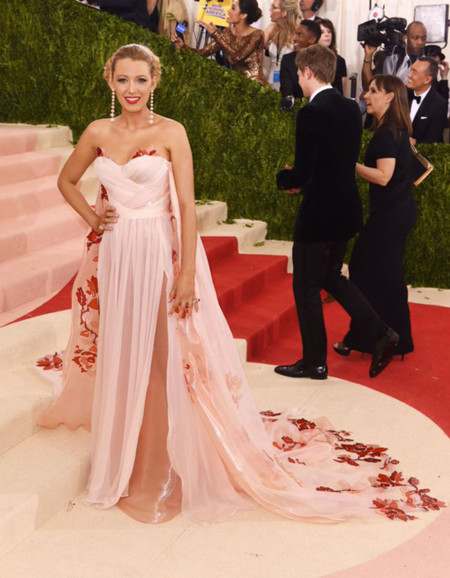 Blake Lively Met Gala 2016 Burberry 2