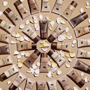 Ligera, fresca y resistente así se presenta la nueva base de maquillaje de Origins, perfecta para presumir de piel este verano