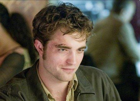 A Robert Pattinson le mola lo de echar el muerto al de al lado