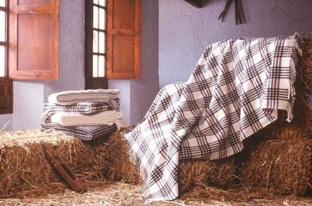 Consigue calor de hogar con las mantas artesanales de Grazalema