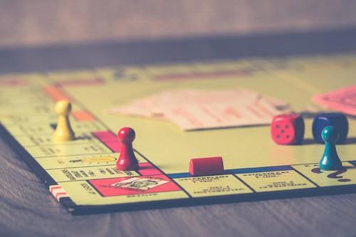 14 alternativas, a los clásicos juegos de mesa y cartas, para regalar en Navidad
