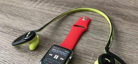 Sal a correr: cómo escuchar música con unos auriculares inalámbricos desde el Apple Watch