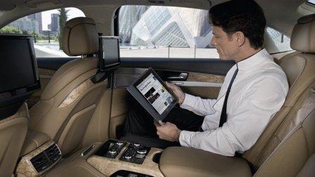 Los coches circularán también por las autopistas de la información