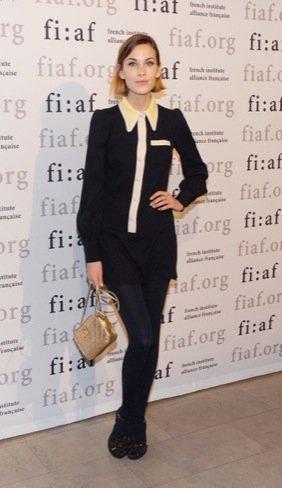 Copia el look chic de Alexa Chung de Chanel en Zara y Asos para esta Navidad 2010