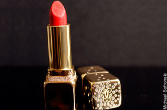 Diamond Studded Lipstick: labial, diamantes y rubíes