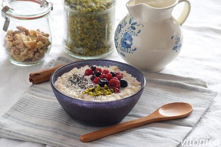 Gachas o porridge de quinoa con leche de almendras: receta saludable sin gluten y sin lactosa
