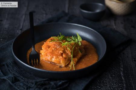 Bacalao en salsa de pimientos del piquillo: receta de pescado para mojar pan y no parar