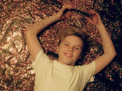 Y Cruz Beckham ya tiene videoclip ¡con sus hermanos!