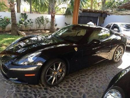 Dolorpasión™: El Ferrari California siniestrado de ¿el presidente?