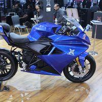 Emflux retrasa su primera moto eléctrica y anuncia una streetfighter más barata