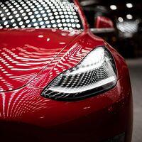 Por qué Tesla está 'robando' trabajadores a Daimler pagándoles un 25% menos y cómo es su atípico proceso de selección