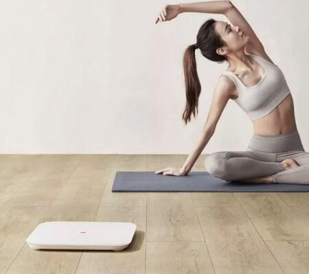 """Llévate la báscula """"inteligente"""" de Xiaomi con conectividad y modo multiusuario a mitad de precio: menos de 10 euros en El Corte Inglés"""