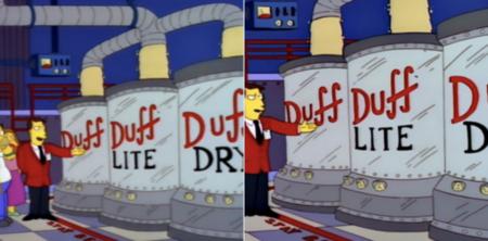 Los Simpson en Disney+. Versión original a la izquierda, versión que llegó a la plataforma a la derecha (ya corregida).