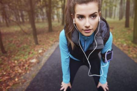 Sesión descargable para Power Walking o elíptica: ¡combate el frío con música del verano!