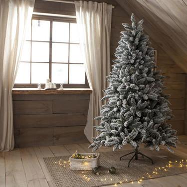 Trece encantadores árboles de Navidad con los que decorar interiores de ensueño