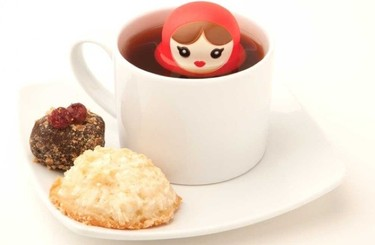 Alegres y decorativos infusores de té con forma de matrioskas