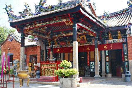 el-templo-de-las-serpientes-malasia-01-1.jpg