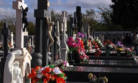 20 millones de españoles pagan durante 'toda su vida' su entierro