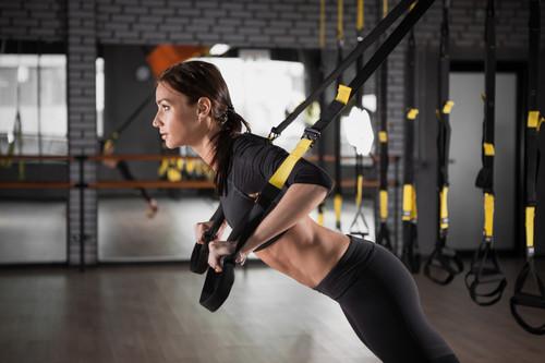 Entrenamiento con TRX para principiantes: un circuito completo con ejercicios para comenzar a entrenar en casa