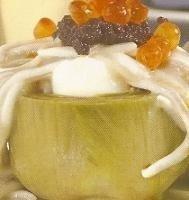 Nidos de alcachofa con huevos de codorniz y bechamel con gulas