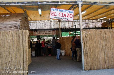Comiendo en una barraca, cocina típica murciana en las Fiestas de Primavera