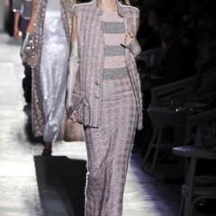 Foto 37 de 61 de la galería chanel-alta-costura-otono-invierno-2012-2013-rosa-gris-brillos-y-nuevo-vintage en Trendencias