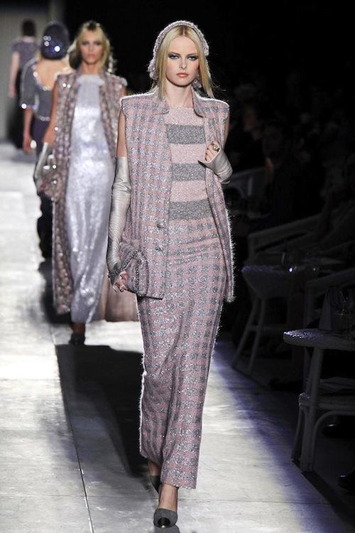 Foto de Chanel Alta Costura Otoño-Invierno 2012/2013: rosa, gris, brillos y nuevo vintage (37/61)