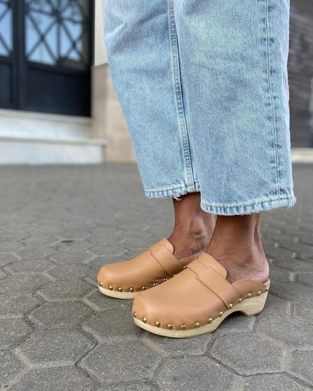 Con jeans o con vestidos: los zuecos son el calzado perfecto para el entretiempo y estos son nuestros modelos favoritos