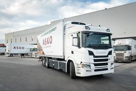 Scania va a lanzar un camión eléctrico pesado de larga distancia que promete 4,5 horas de autonomía y recargas en 45 minutos