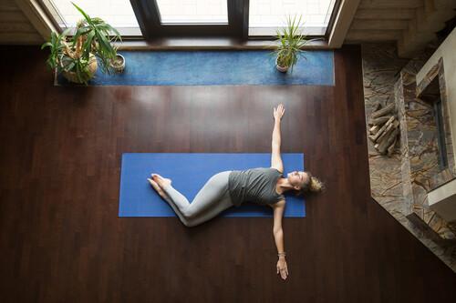 Estiramientos y movilidad para relajarte esta Navidad: una rutina de cuerpo completo