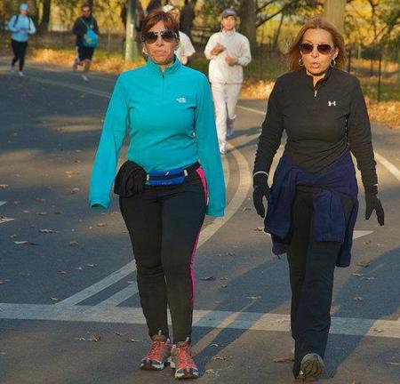 Sencillos trucos para quemar más calorías caminando