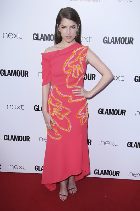 Nicole Kidman Lily James Anna Kendrick Look Glamour Awards 2017 Alfombra Roja 4
