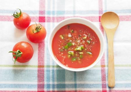 ¿Se pueden congelar el gazpacho, el salmorejo y el ajoblanco? Cómo conservar tus sopas frías del verano