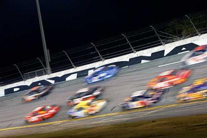 Comienza el espectáculo de la NASCAR
