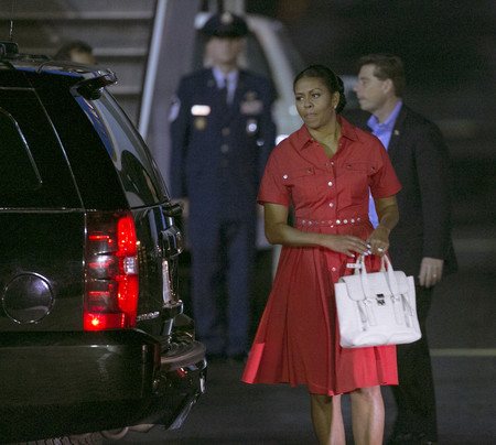 Michelle Obama Llegando A Hawaii