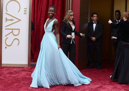 El look más dulce de Lupita Nyong'o en los Oscar 2014