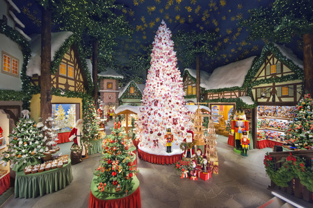 La firma Käthe Wohlfahrt propone 12 originales estilos con sus adornos artesanales navideños