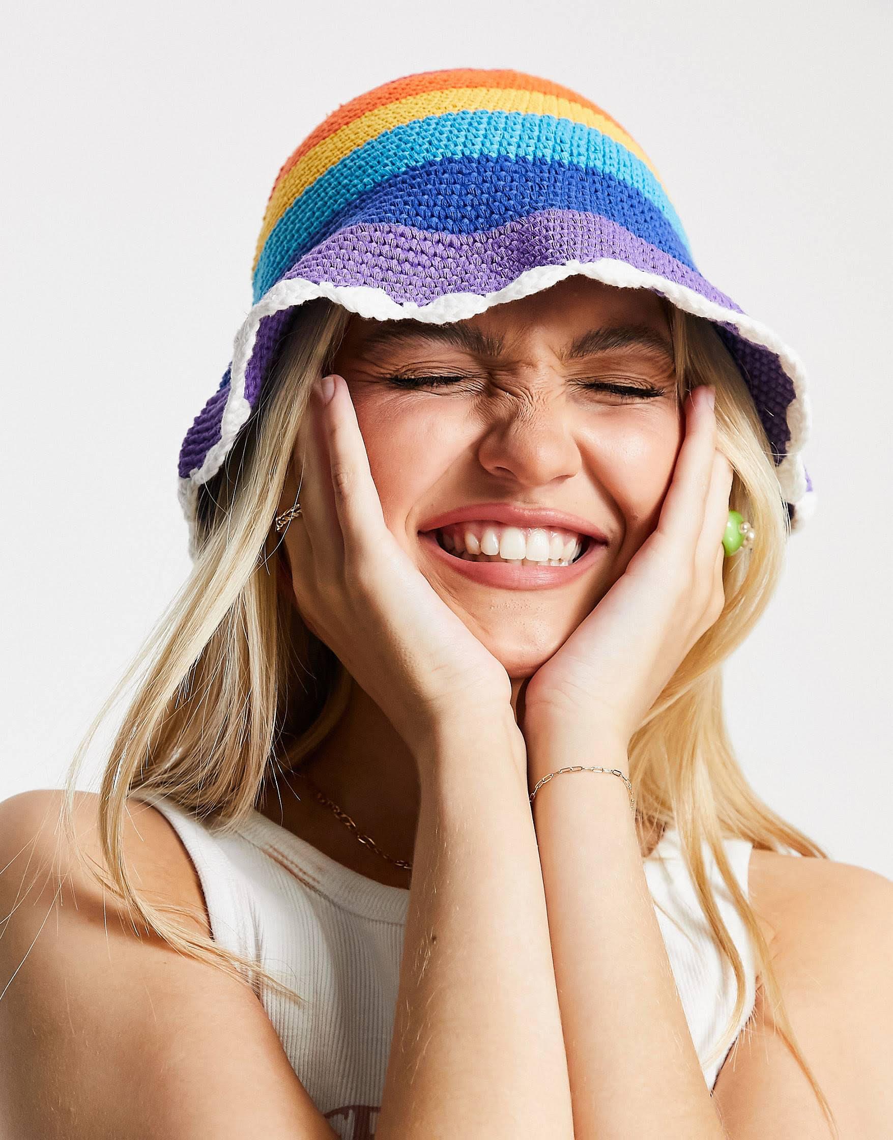 Sombrero de pescador a rayas estilo arcoíris de crochet de ASOS DESIGN
