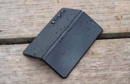 Samsung Galaxy Z Fold3 00 02