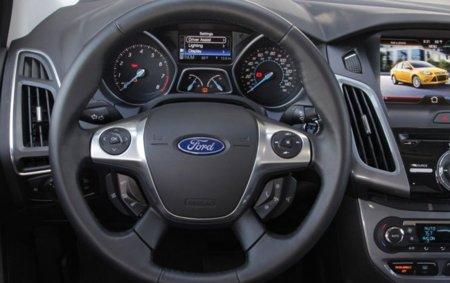 Mandos al volante del sistema SYNC de Ford
