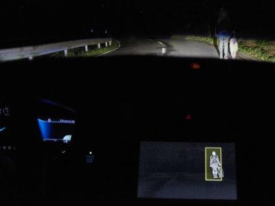 Las luces de los próximos coches de Ford sabrán dónde hay que iluminar leyendo las señales y curvas