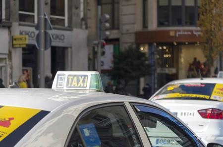 """""""¡A la guerra del taxi!"""". Se mantiene la huelga en Madrid durante la inauguración de Fitur"""