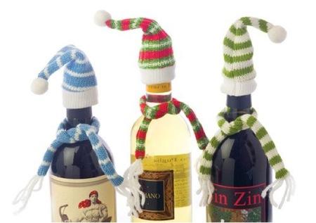 Botellas abrigadas con gorro y bufanda para el invierno