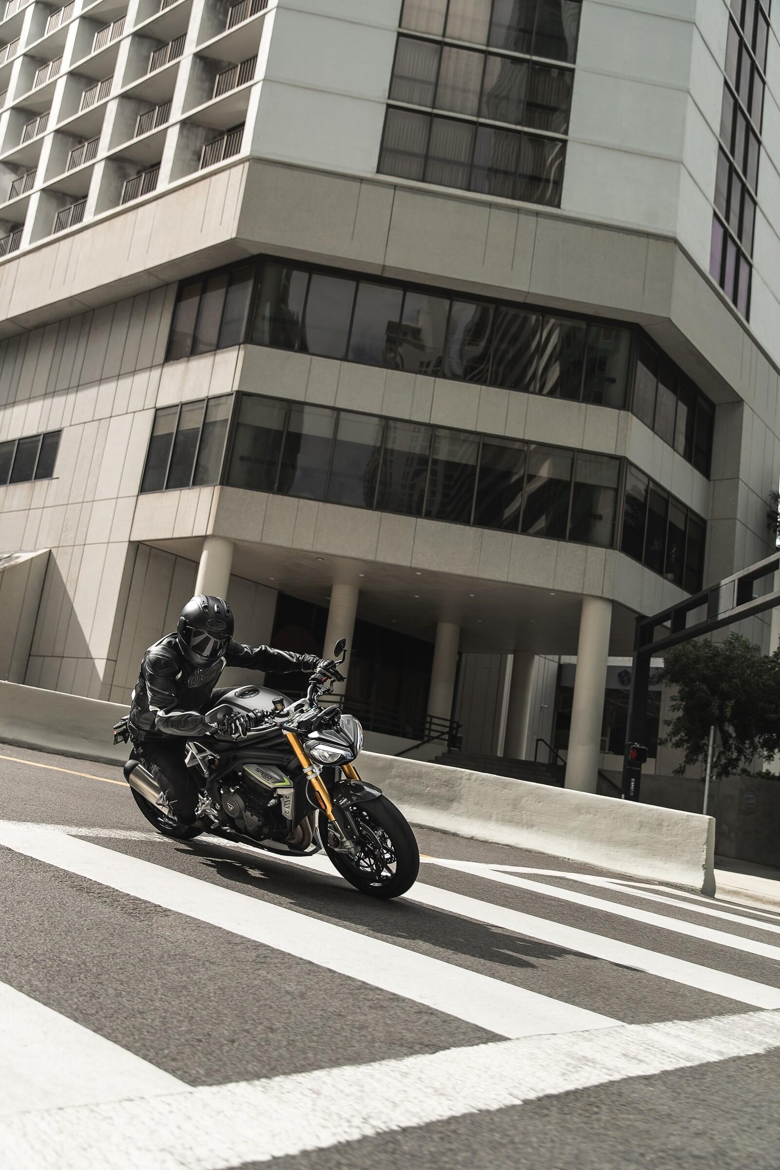 Foto de Triumph Speed Triple 1200 RS 2021 (38/71)